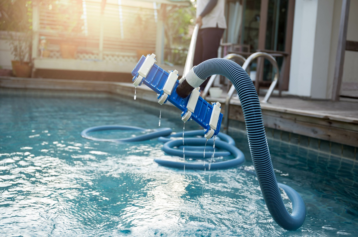 Robotic Pool Cleaner vs Suction Pool Cleaners - Which Should I Buy?